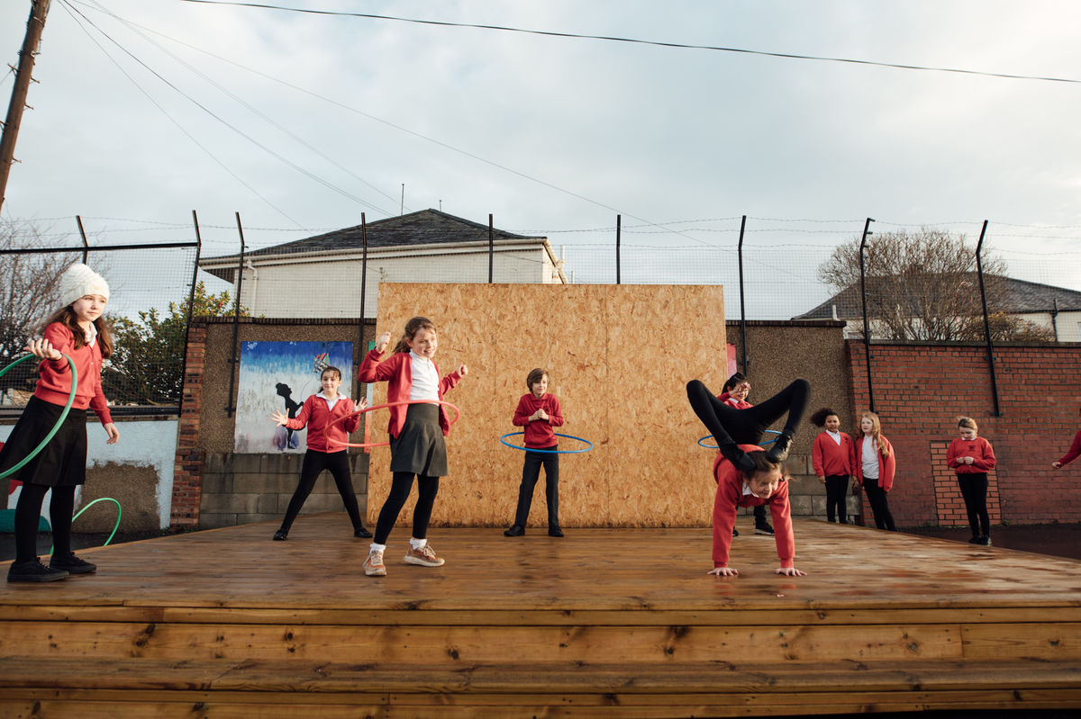 Polly Uttley And Her Classmates Play On The Outdoor Stage At Hermitage Park Primary School Provided By Edinburgh International Festival © Ryan Buchanan