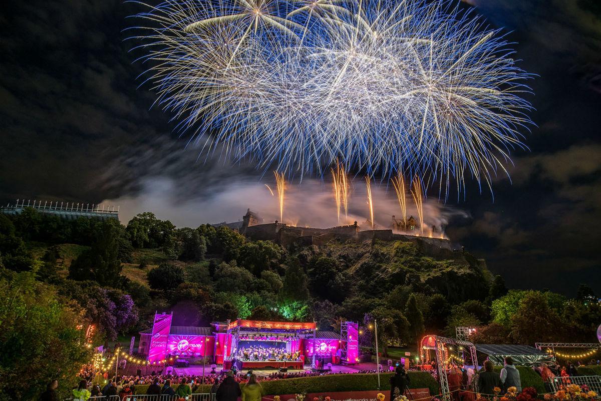 Virgin Money Fireworks Concert © Dave Stewart