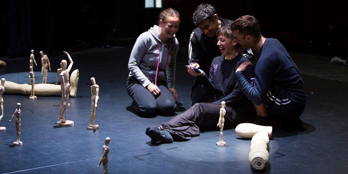 Aracaladanza dancers taking a break during a Vuelos rehearsal © Beth Chalmers, 2017 International Festival Photographer